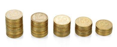 Le pile di ucranino conia il valore nominale 50 isolato su bianco Fotografie Stock Libere da Diritti