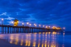 Le pilier de Huntington Beach au lever de soleil images stock