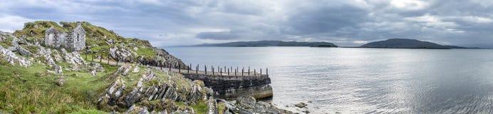 Le pilier de rooten au point craignish avec le bruit de Jura et les îles de Scarba et Jura à l'arrière-plan photo libre de droits