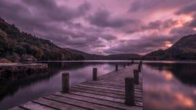 Le pilier en bois chez Ullswater, secteur de lac, Angleterre image stock
