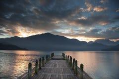 Le pilier et le lever de soleil Images stock