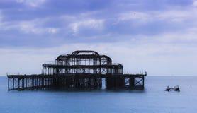 Le pilier occidental ruine la plage le Sussex occidental R-U de Brighton images libres de droits