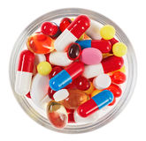 Le pillole, i ridurre in pani e le droghe ammucchiano in vetro Immagini Stock