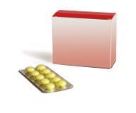 Le pillole rotonde gialle e l'casella-imballaggio rosso sono isolato fotografie stock libere da diritti