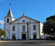 Le pilori et l'église de notre Madame photo stock