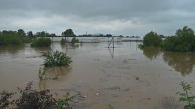 Le pioggie persistenti nel Midwest hanno creato l'inondazione e gli agricoltori in ritardo stock footage