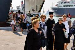 LE PIRÉE, GRÈCE : Le port de Le Pirée couvre habituellement les programmes aux îles de Grec de les plus populaires photographie stock libre de droits