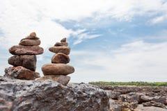 Le piramidi di pietra tradizionali buddisti Immagini Stock