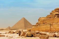 Le piramidi a Giza Immagine Stock