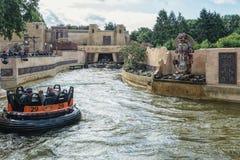 Le piranha d'attraction au parc d'attractions Efteling dans le filet images libres de droits