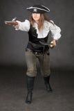 Le pirate de attaque a armé avec le sabre et le pistole image libre de droits
