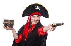 Le pirate féminin tenant la boîte et le pistolet de trésor Photo stock
