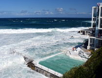 Le piscine dell'iceberg di Bondi con la vista di oceano Fotografia Stock