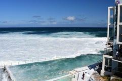 Le piscine dell'iceberg di Bondi con la vista di oceano Fotografia Stock Libera da Diritti