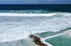 Le piscine dell'iceberg di Bondi con la vista di oceano Immagini Stock Libere da Diritti