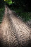 Le piste nella strada non asfaltata Immagine Stock Libera da Diritti