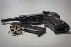 Le pistolet automatique militaire nazi d'Allemagne de l'ère de la guerre mondiale 2 images stock