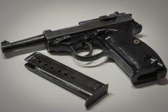 Le pistolet automatique militaire nazi d'Allemagne de l'ère de la guerre mondiale 2 photos libres de droits