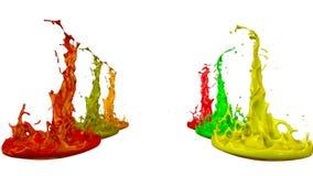 Le pitture ballano con il rallentamento di tempo su fondo bianco La simulazione di 3d spruzza di inchiostro su un altoparlante mu illustrazione di stock