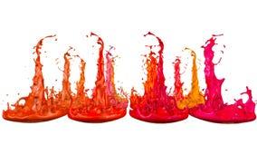 Le pitture ballano con il rallentamento di tempo su fondo bianco La simulazione di 3d spruzza di inchiostro su un altoparlante mu royalty illustrazione gratis