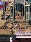 Le pitture murale di Ramayana di, lo straniero combatte i dei e la chimera sulle pareti del palazzo Bangkok, Tailandia di re fotografie stock libere da diritti