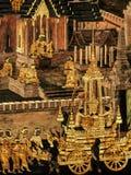 Le pitture murale di Ramayana di, lo straniero combatte i dei e la chimera sulle pareti del palazzo Bangkok, Tailandia di re immagini stock