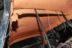 Le plafond de la voiture de SUV a tiré par le bbrown et le matériel mou orange dans l'atelier pour accorder et dénommer photographie stock