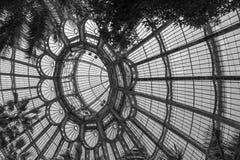 Le plafond vo?t? impressionnant du jardin d'hiver, une partie des serres chaudes royales ? Laeken, Bruxelles, Belgique image stock