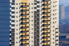 Le plan rapproché ayant beaucoup d'étages de bâtiment image libre de droits