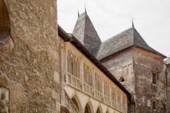 Le plan rapproché de château de Hunyad Château médiéval de la Gothique-Renaissance dedans Photographie stock libre de droits