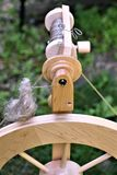 Le plan rapproché de la roue de rotation et de la bobine a rempli de la toile Photos libres de droits