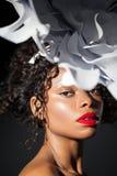Le plan rapproché de portrait d'un jeune noircissent assez la fille Image libre de droits