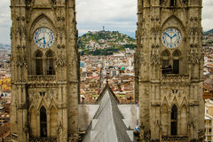 Le plan rapproché de tour de la cathédrale de Quito, Equateur Images stock