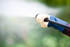 Le plan rapproché du décapant à haute pression de l'eau comme waterbeam émerge Photographie stock