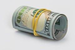 Le plan rapproché a roulé les billets de banque américains des dollars photos libres de droits
