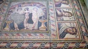 Le plancher de mosaïque des termas romains ruinent chez Philippopolis chez Shahbaa, Syrie image libre de droits