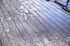 Plate-forme en bois humide Photographie stock