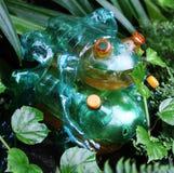 Le plastique de grenouilles sculpte l'art d'animal familier Image libre de droits