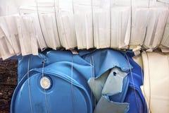 Le plastique empilé et a emballé et prépare pour réutiliser Photographie stock