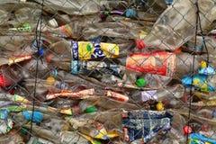 Le plastique met des déchets en bouteille Photographie stock