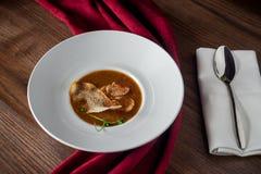 Le plat principal de viande d'un grand plat profond Restaurant images libres de droits