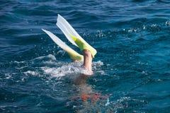 Le plongeur dans un masque Image stock