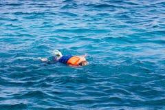Le plongeur dans un masque Photographie stock libre de droits