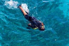 Le plongeur dans un masque Photographie stock