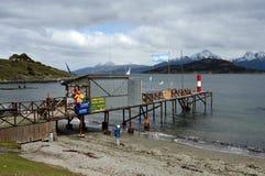 Le plus du sud au monde le courrier sur les banques du canal de briquet en parc national de Tierra del Fuego Image libre de droits
