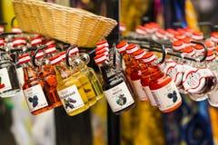 Le plus vieux à Vienne est le marché de Naschmarkt avec des produits des fruits et légumes alcooliques Photos libres de droits