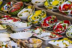 Le plus vieux à Vienne est le marché de Naschmarkt avec des produits des fruits et légumes alcooliques Image libre de droits