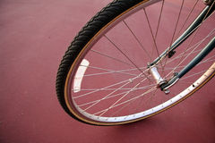 Le pneu de bicyclette vers le haut-se ferment Images libres de droits