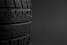 Le pneu de véhicule a isolé Image stock