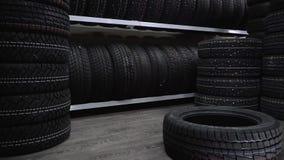 Le pneu est tombé disponible immédiatement au plancher clips vidéos